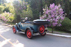 tour-classico-em-canela-e-gramado-com-carro-antigo-2-300x200